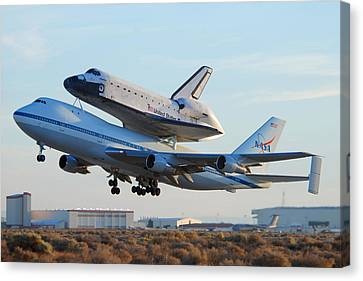 Space Shuttle Atalantis Departs Edwards Afb July 1 2007 Canvas Print by Brian Lockett