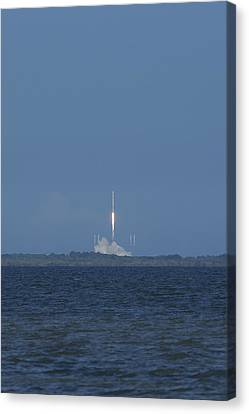 Spacex Crs6 Liftoff Canvas Print