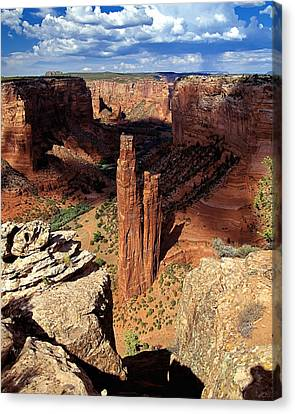 Spider Rock Canyon De Chelly Arizona Canvas Print by George Oze