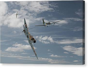 Spitfire - Summer 1940 Canvas Print by Pat Speirs