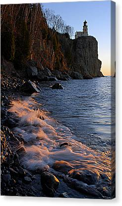 Split Rock Lighthouse At Dawn Canvas Print by Larry Ricker