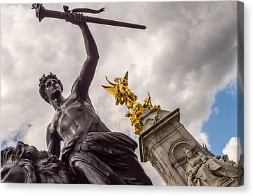 Statues In Front Of Buckingham Palace Canvas Print