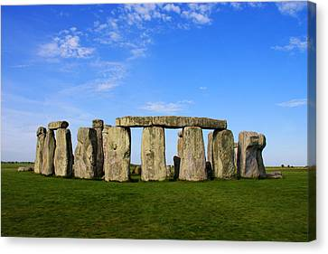 Stonehenge On A Clear Blue Day Canvas Print by Kamil Swiatek