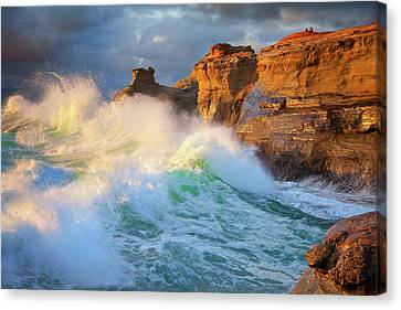 Canvas Print featuring the photograph Storm Watchers by Darren White