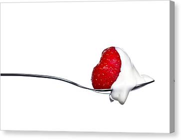 Strawberry And Cream Canvas Print by Gert Lavsen