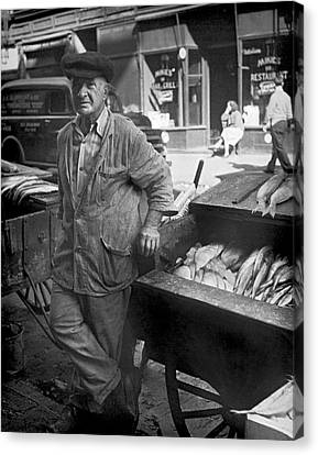Street Fish Vendor Canvas Print by Underwood Archives