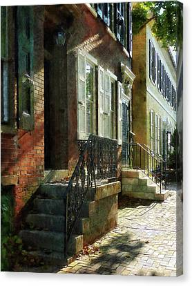 Street In New Castle Delaware Canvas Print by Susan Savad
