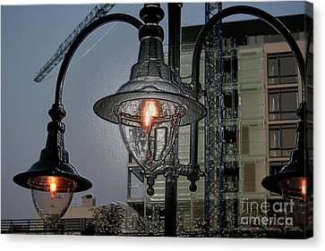 Street Lamp Canvas Print by Yavor Kanchev