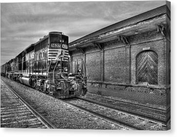 Strong Iron Locomotive 1637 Norfolk Southern Canvas Print by Reid Callaway