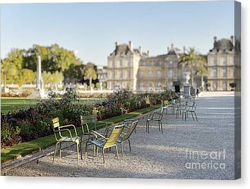 Summer Day Out At The Luxembourg Garden Canvas Print by Ivy Ho