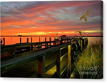 Canvas Print featuring the photograph Sundown by Elfriede Fulda