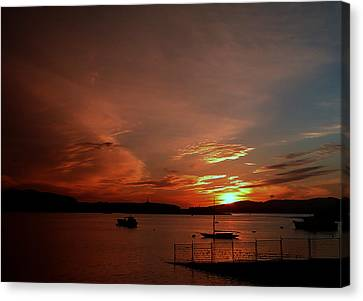 Sunraise Over Lake Canvas Print