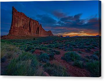 Sunrise At Courthouse Towers Canvas Print