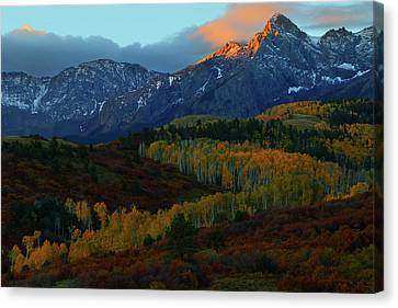 Canvas Print featuring the photograph Sunrise At Dallas Divide During Autumn by Jetson Nguyen