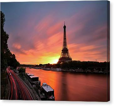 Sunrise At Eiffel Tower Canvas Print