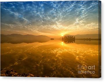 Sunrise At Jal Mahal Canvas Print by Yew Kwang
