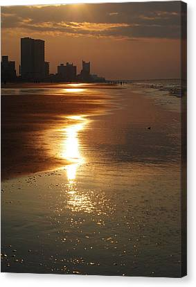 Sunrise At The Beach Canvas Print by Eric Liller