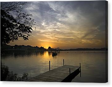 Sunrise At The Reservoir Canvas Print by Ng Hock How