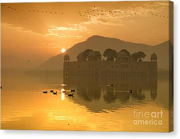 Canvas Print featuring the photograph Sunrise At Water Palace by Yew Kwang