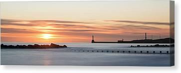 Sunrise Over Aberdeen Beach Canvas Print