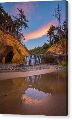 Canvas Print featuring the photograph Sunrise Over Hug Point by Darren White