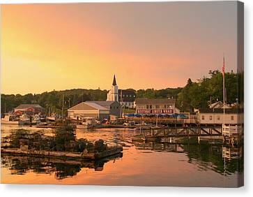 Sunset At Boothbay Harbor Canvas Print by Lois Lepisto