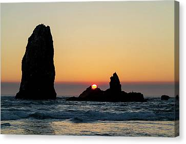 Sunset At Cannon Beach Canvas Print by David Gn