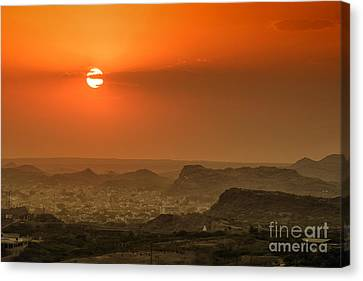 Canvas Print featuring the photograph Sunset At Jodhpur by Yew Kwang