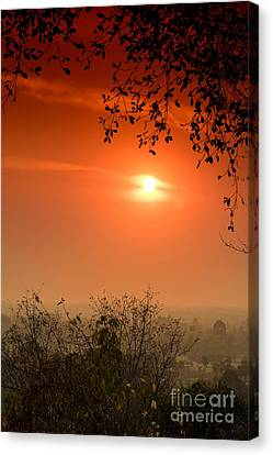 Canvas Print featuring the photograph Sunset At Phnom Bakheng Of Angkor Wat by Yew Kwang