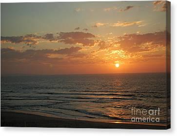 Sunset In Santa Cruz Canvas Print by Garnett  Jaeger