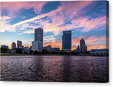 Canvas Print featuring the photograph Sunset In The City by Randy Scherkenbach