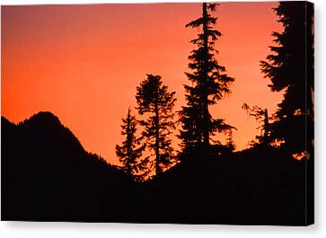 Canvas Print featuring the photograph Sunset In The Mountains 2 by Lyle Crump