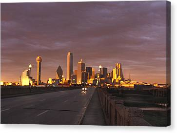 Sunset On The Dallas Skyline Seen Canvas Print by Richard Nowitz