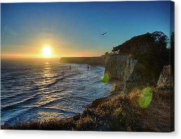 Sunset On The Horizon  Canvas Print by Tu Le