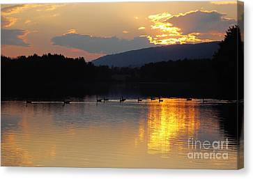 Canvas Print featuring the photograph Sunset On The Lake by Vilas Malankar