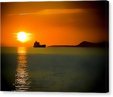Canvas Print featuring the photograph Sunset On The Sea by Dale Stillman