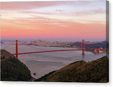 Canvas Print - Sunset Over Golden Gate Bridge And San Francisco Skyline by David Gn