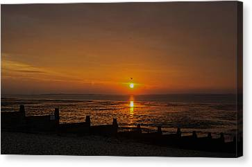 Sunset Over Sheppey 2 Canvas Print by Simon Kennedy