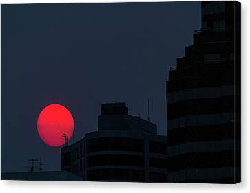 Canvas Print - Sunset Over The City Of Portland Oregon by David Gn