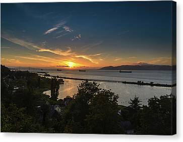Sunset Over The Columbia River Canvas Print by Joe Hudspeth