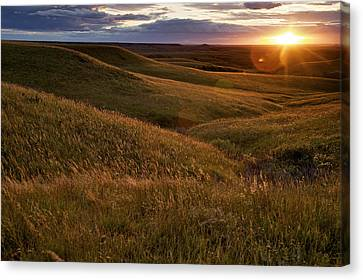 Sunset Over The Kansas Prairie Canvas Print by Jim Richardson