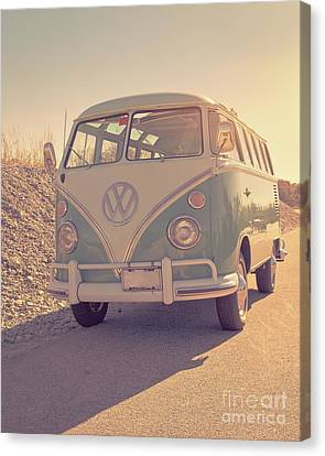 Surfer's Vintage Vw Samba Bus At The Beach 2016 Canvas Print by Edward Fielding