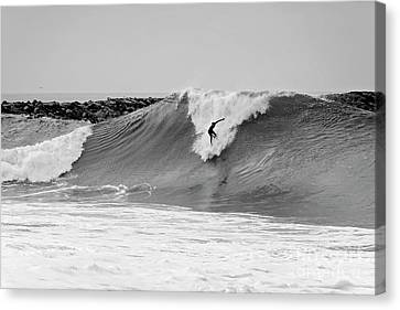 Canvas Print featuring the photograph Surf's Up Bw by Eddie Yerkish