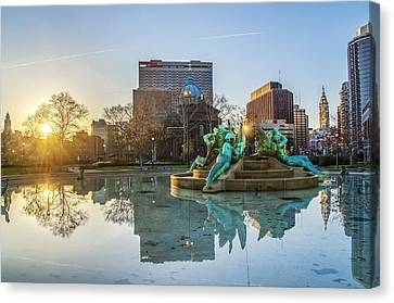 Swann Fountain At Sunrise Canvas Print by Bill Cannon