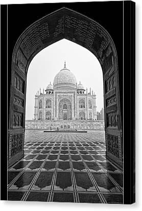 Taj Mahal - Bw Canvas Print by Stefan Nielsen
