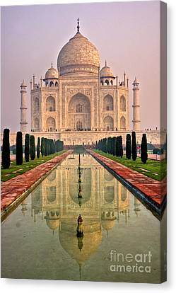 Taj Mahal At Sunrise Canvas Print