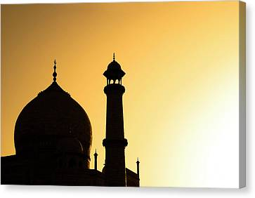 Taj Mahal At Sunset Canvas Print by Kokkai Ng