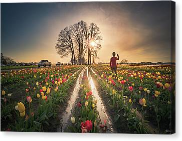 Canvas Print featuring the photograph Taking Sunset Pictures Using A Mobile Phone by William Lee