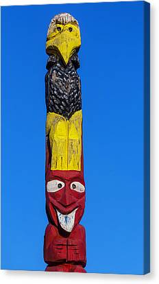 Tall Totem Pole Canvas Print by Garry Gay