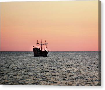 Tampa Bay Sunset 4 Pirate Ship Canvas Print by Marilyn Hunt